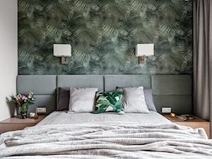 Apartament - Gdynia Kosakowo - Mała biała kolorowa sypialnia małżeńska - zdjęcie od Anna Serafin Architektura Wnętrz