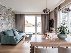 Apartament - Gdynia Kosakowo - Mały szary salon z jadalnią - zdjęcie od Anna Serafin Architektura Wnętrz