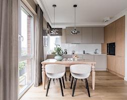Apartament - Gdynia Kosakowo - Średnia otwarta biała jadalnia w kuchni, styl klasyczny - zdjęcie od Anna Serafin Architektura Wnętrz