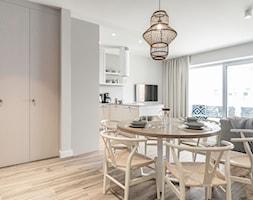 Apartament YACHT PARK 2- Gdynia - Jadalnia, styl skandynawski - zdjęcie od Anna Serafin Architektura Wnętrz - Homebook