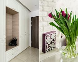 Mieszkanie wakacyjne styl prowansalski – Aviator – Gdańsk - Mały biały hol / przedpokój, styl prowansalski - zdjęcie od Anna Serafin Architektura Wnętrz