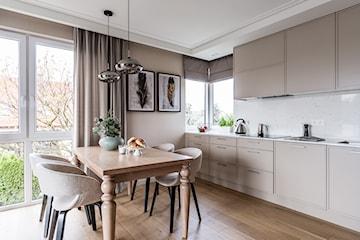 Lacobel – wszystko, co musisz wiedzieć o szkle na ścianę w kuchni