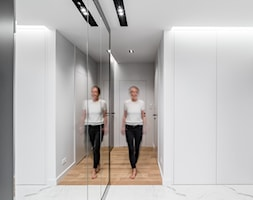 Apartament Altoria 2 - Gdynia - Średni biały hol / przedpokój, styl nowoczesny - zdjęcie od Anna Serafin Architektura Wnętrz