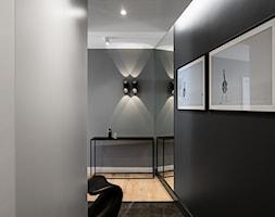 Mieszkanie wakacyjne Tartaczna 1 - Gdańsk - Mały czarny szary hol / przedpokój, styl nowoczesny - zdjęcie od Anna Serafin Architektura Wnętrz