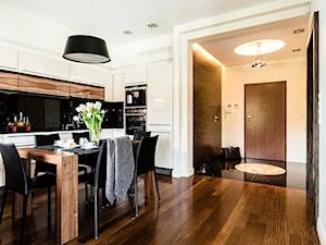 Apartament - Neptun Park - Gdańsk - Średnia otwarta biała jadalnia w salonie, styl nowoczesny - zdjęcie od Anna Serafin Architektura Wnętrz