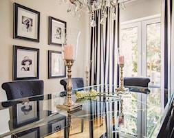Jadalnia - Średnia zamknięta beżowa jadalnia jako osobne pomieszczenie, styl klasyczny - zdjęcie od VAVASIS - Homebook
