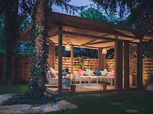 Altana Ogrodowa - Średni ogród za domem, styl prowansalski - zdjęcie od VAVASIS