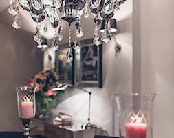 Jadalnia - Mała zamknięta szara jadalnia jako osobne pomieszczenie, styl glamour - zdjęcie od VAVASIS