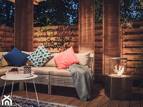 Aranżacje wnętrz - Ogród: Altana Ogrodowa - Średni ogród z pergolą, styl prowansalski - VAVASIS. Przeglądaj, dodawaj i zapisuj najlepsze zdjęcia, pomysły i inspiracje designerskie. W bazie mamy już prawie milion fotografii!