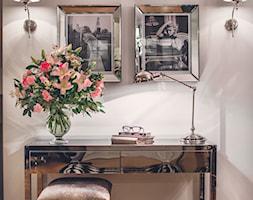 Jadalnia - Mała zamknięta szara jadalnia jako osobne pomieszczenie, styl klasyczny - zdjęcie od VAVASIS - Homebook