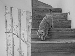 REALIZACJA | spokój pod miastem - Średnie wąskie schody dwubiegowe zabiegowe drewniane, styl skandynawski - zdjęcie od Studio Malina – Architekci & Projektanci wnętrz