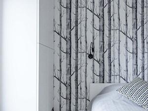 REALIZACJA | pomiędzy dwoma miastami – mieszkanie - Średnia kolorowa sypialnia małżeńska, styl skandynawski - zdjęcie od Studio Malina – Architekci & Projektanci wnętrz