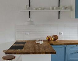 REALIZACJA   spokój pod miastem - Mała otwarta biała kuchnia w kształcie litery l, styl skandynawski - zdjęcie od Studio Malina – Architekci & Projektanci wnętrz - Homebook