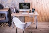 biurko i białe krzesło