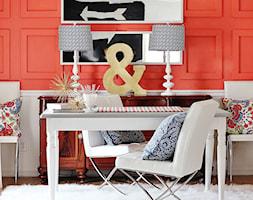 Kolor i deseń: Kolor miesiąca - koralowy - Średnie czerwone biuro kącik do pracy w pokoju, styl glamour - zdjęcie od Small world of design