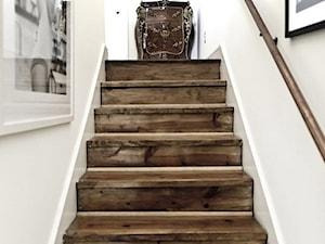 Trendy: Wnętrzarskie trendy 2016 - Małe wąskie schody jednobiegowe drewniane, styl rustykalny - zdjęcie od Small world of design