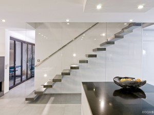KAMEX - nowoczesne schody - Średnie wąskie schody jednobiegowe betonowe, styl nowoczesny - zdjęcie od Ekspert Schodów KAMEX