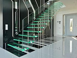 KAMEX - nowoczesne schody - Średnie wąskie schody jednobiegowe szklane, styl nowoczesny - zdjęcie od Ekspert Schodów KAMEX