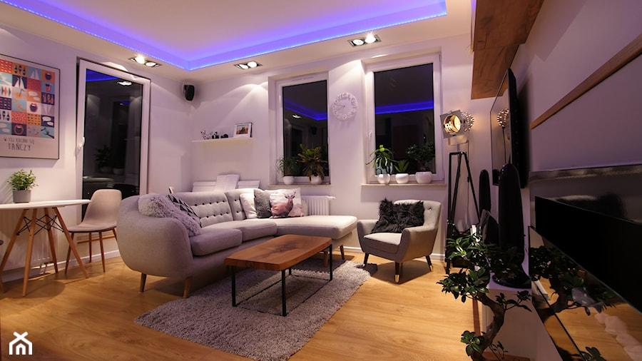 Aranżacje wnętrz - Salon: Mieszkanie 50m - Średni biały salon z jadalnią, styl skandynawski - Magdalena Kruczyk 2. Przeglądaj, dodawaj i zapisuj najlepsze zdjęcia, pomysły i inspiracje designerskie. W bazie mamy już prawie milion fotografii!