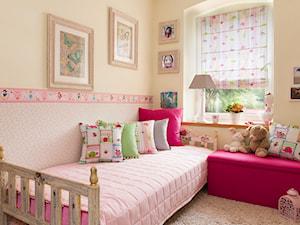 Pokój dla dziewczynki w różu- kolekcja tkanin Apanona - zdjęcie od Dekoria.pl