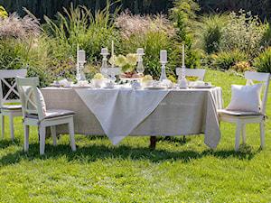 Dekoracja stołu w ogrodzie - zdjęcie od Dekoria.pl