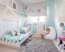 roleta zaciemniająca, dywan podłogowy, dywan dekoracyjny, worek do siedzenia, pastelowe kolory, pokój dziecka, poszewki dekoracyjne, lampa stołowa, koc - zdjęcie od Dekoria.pl
