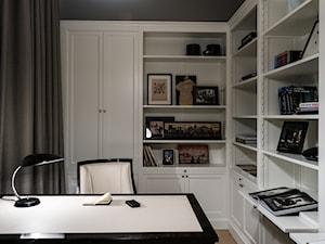 APARTAMENT POWISLE - Małe szare biuro pracownia w pokoju, styl klasyczny - zdjęcie od Republika Architektury