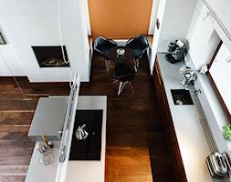 DOM M - Średnie pomarańczowe białe biuro pracownia - zdjęcie od Republika Architektury