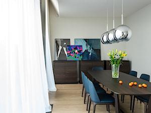 APARTAMENT POWISLE - Średnia otwarta biała jadalnia w salonie, styl nowoczesny - zdjęcie od Republika Architektury
