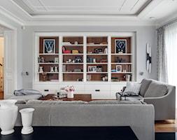DOM NY konkurs - Mały biały salon, styl tradycyjny - zdjęcie od Republika Architektury