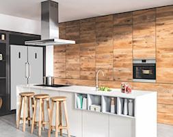 Kuchnia - Duża otwarta biała kuchnia w kształcie litery l, styl nowoczesny - zdjęcie od Amica - Homebook