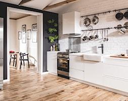 Kuchnia - Duża zamknięta biała czarna kuchnia w kształcie litery l, styl skandynawski - zdjęcie od Amica - Homebook