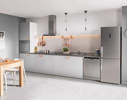 Kuchnia - Duża zamknięta szara kuchnia jednorzędowa, styl skandynawski - zdjęcie od Amica - Homebook