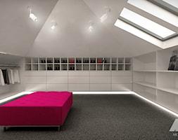Dom w nowoczesnym stylu - Duża garderoba z oknem na poddaszu, styl nowoczesny - zdjęcie od MKdesigner