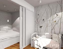 Projekt w Drammen - Mały biały pokój dziecka dla chłopca dla dziewczynki dla malucha, styl skandynawski - zdjęcie od DMD Interiør