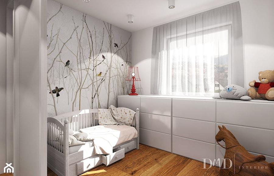 Projekt w Drammen - Średni biały pokój dziecka dla dziewczynki dla malucha, styl skandynawski - zdjęcie od DMD Interiør