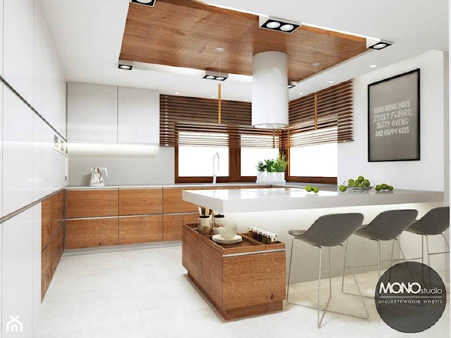 Kuchnia w jasnych, ciepłych barwach  zdjęcie od MONOstudio