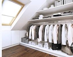 Garderoba+na+poddaszu+-+zdj%C4%99cie+od+MONOstudio