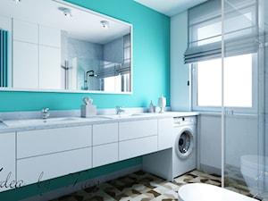 Artystyczny Żoliborz w Kolorze - Średnia biała turkusowa łazienka na poddaszu w bloku w domu jednorodzinnym z oknem, styl nowoczesny - zdjęcie od Idea by Mag.