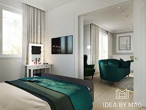 Marmur z dodatkiem koloru, połączenie idealne - Średnia biała sypialnia małżeńska, styl klasyczny - zdjęcie od Idea by Mag.