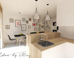 Nowoczesna wariacja. - Mała otwarta biała jadalnia w kuchni w salonie, styl nowoczesny - zdjęcie od Idea by Mag.