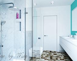 Artystyczny Żoliborz w Kolorze - Średnia biała niebieska łazienka na poddaszu w bloku w domu jednorodzinnym bez okna, styl nowoczesny - zdjęcie od Idea by Mag.