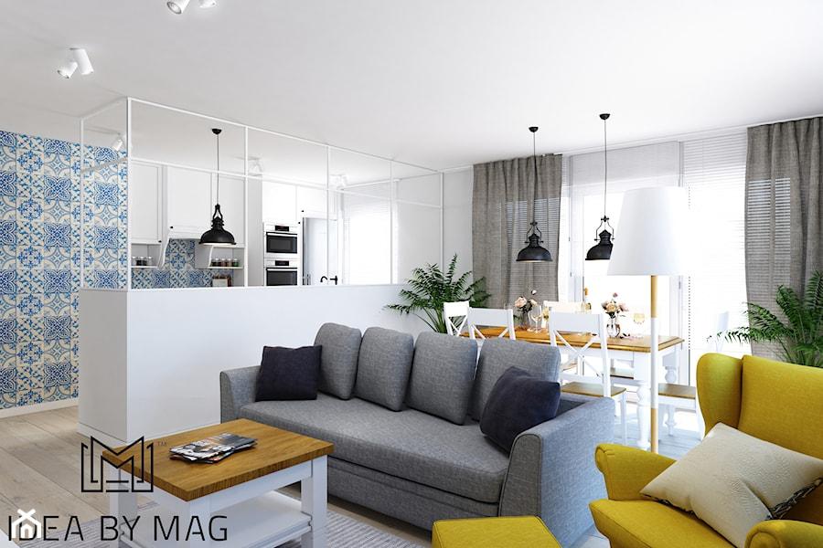 Prowansalskie marzenie - Mały biały niebieski salon z kuchnią z jadalnią, styl prowansalski - zdjęcie od Idea by Mag.