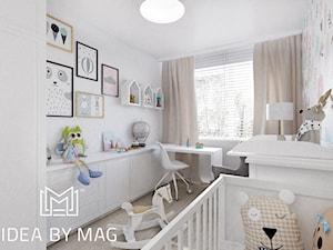 Nadmorskie klimaty - Średni biały pokój dziecka dla chłopca dla dziewczynki dla niemowlaka, styl skandynawski - zdjęcie od Idea by Mag.
