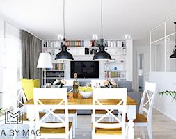 Klatka. - Średni biały salon z bibiloteczką z jadalnią, styl prowansalski - zdjęcie od Idea by Mag.