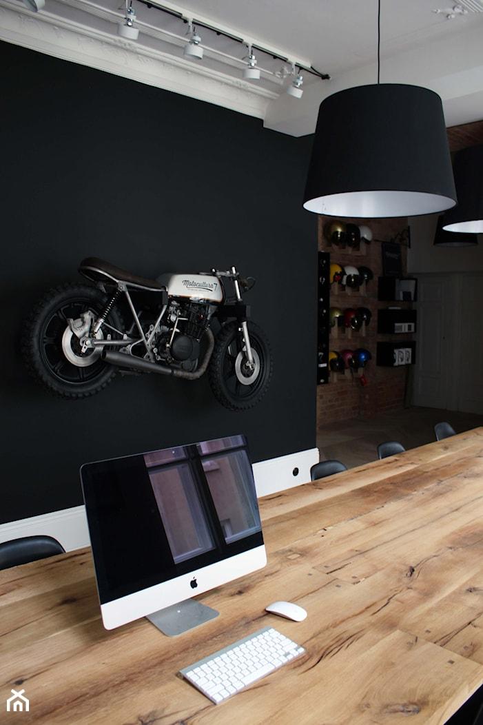 Showroom Motocultura7 - Wnętrza publiczne, styl eklektyczny - zdjęcie od DEKA DESIGN - Homebook