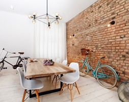 Apartament w Sopocie. Wyjątkowy. - Średnia otwarta brązowa jadalnia w salonie, styl vintage - zdjęcie od DEKA DESIGN