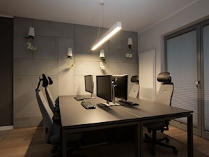 Małe biuro - Średnie czarne szare białe biuro pracownia w pokoju, styl nowoczesny - zdjęcie od DEKA DESIGN