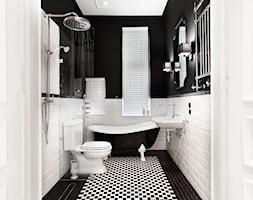 Apartament w Sopocie. Wyjątkowy. - Mała łazienka z oknem, styl klasyczny - zdjęcie od DEKA DESIGN