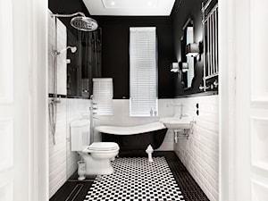 Apartament w Sopocie. Wyjątkowy. - Mała biała czarna łazienka z oknem, styl klasyczny - zdjęcie od DEKA DESIGN